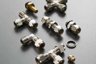 Mesingani niklovani priključci za metalne cevi sa dvostranim usečnim prstenom